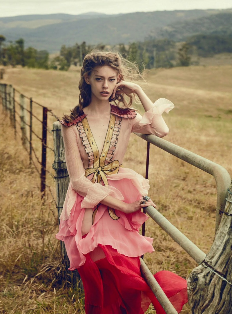 Ondria-Hardin-Vogue-Australia-March-2016-Fashion-Editorial12